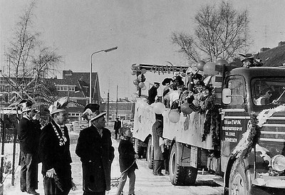 2.-St.-Annekes-optochtwagen-in-de-Akkerlaan-seizoen-1961-1962