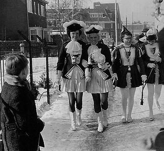 7.-St.-Anneke-gereed-voor-de-optocht-van-1962