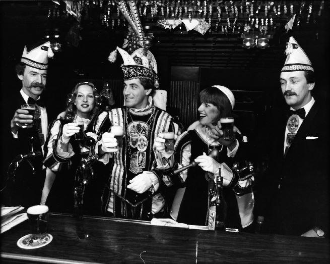 15.-Jos-Hulsen-en-Bernadet-Sanders-in-kabinet-Jos-2-van-Lier-1982