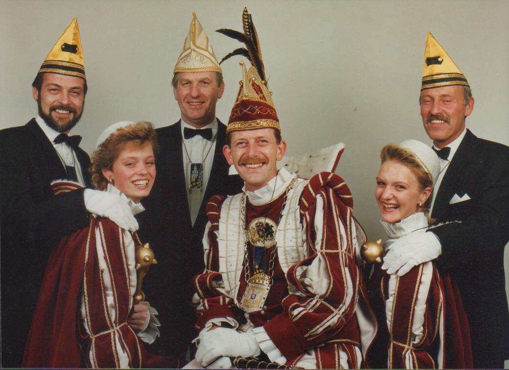 6.-Carin-v.d.-Heuvel-in-kabinet-Ed-1-Frinsel-1990