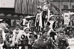 11.-Prinsenwagen-met-Assekruus-in-de-optocht-1989-1990